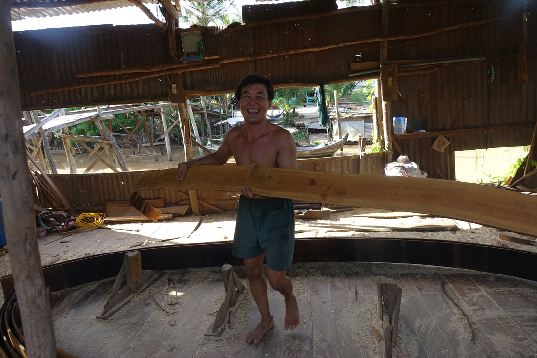 Sampan boat maker in Vietnam